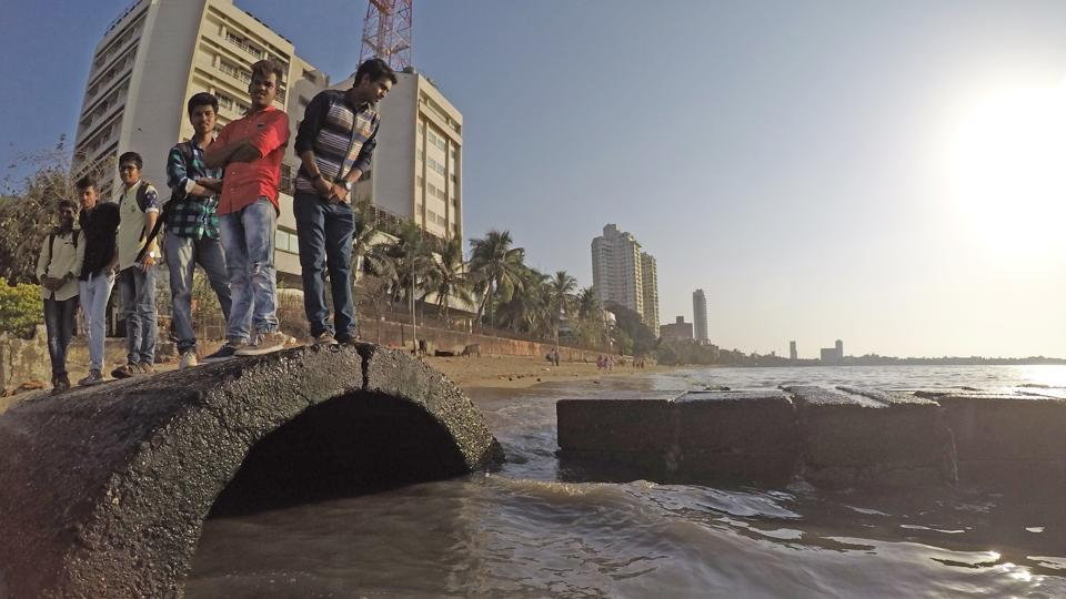 The BMC decided to build 7 STPs after state pollution control board drew flak for disposing sewage in to the Arabian Sea.(HT FILE).JPG